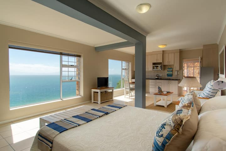 Chic Studio in Cairnside Simonstown with Sea Views