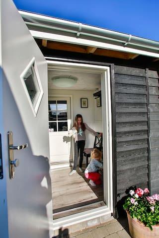 Hyggeligt værelse beliggende i have - Nykøbing Falster - Bed & Breakfast
