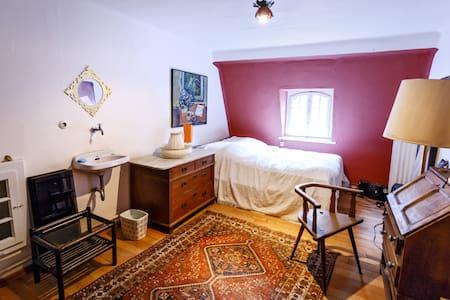 Zimmer in altem Gutshof, Pferdestall
