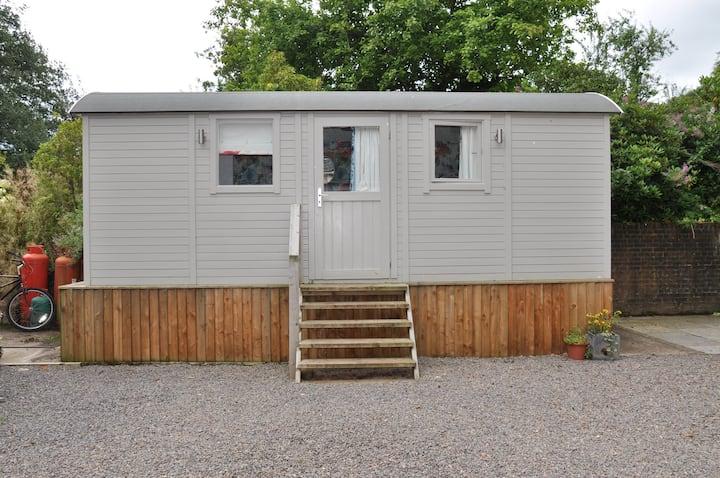 Country Estate - Shepherd's Hut, Llandenny