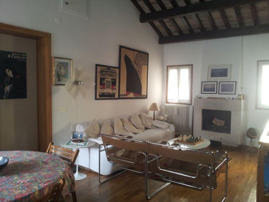 Salon avec canapé-lit double