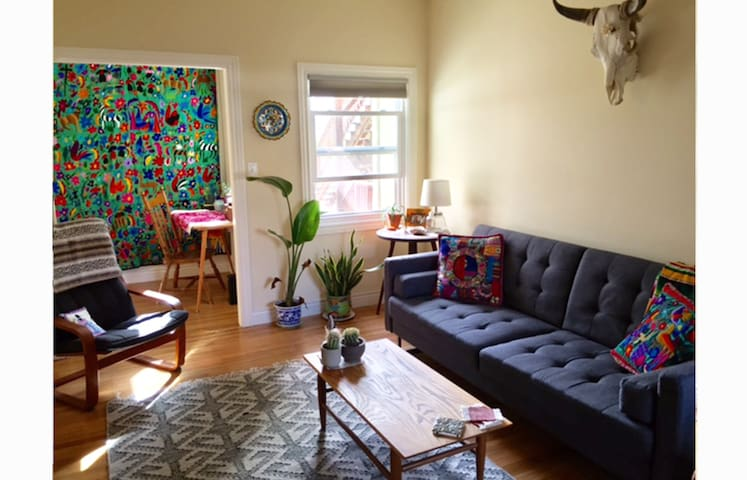 Sunny & Spacious in the Heart of Temescal