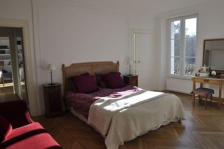 Suite au Château de Bel Ebat - Marcoussis - Şato