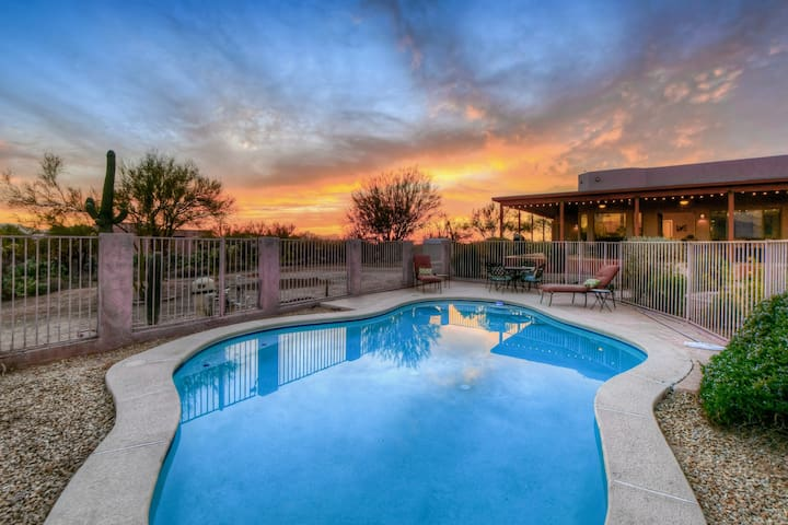 Adobe-style getaway on almost four acres w/private pool & golf nearby!