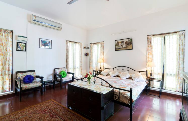 Rooms are 16×16 has king size beds,both bedrooms have the pool view, curtains with vintage prints& furniture.