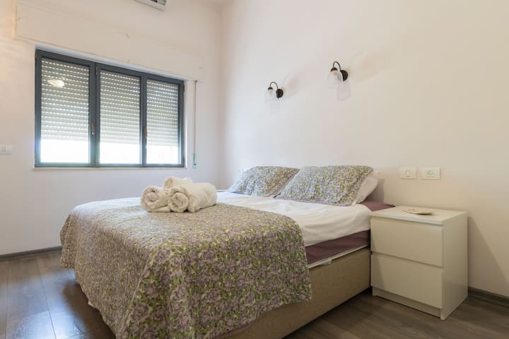 The Master Bedroom has a private office/ dressing room attached. Brand new mattresses and loads of storage in the Master Bed. The master bedroom view backs on to the Jerusalem nature museum. Most every window if filled by many large leafy green trees.