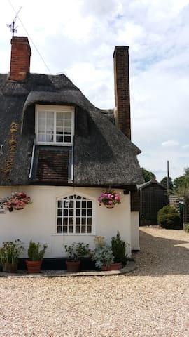Grade 2 Listed Cottage in Ickwell Village