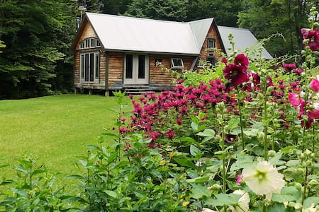 "Woodland ""Retreat"" Cabin"