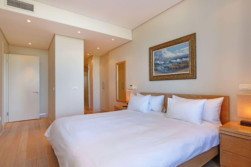 Master Bedroom /En-suite
