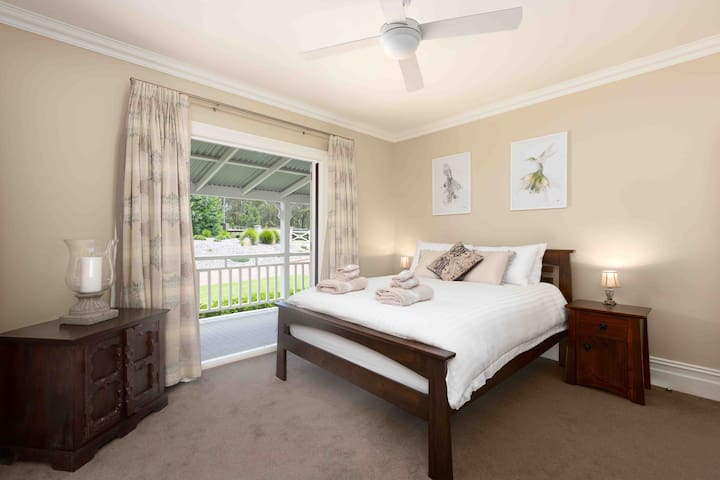 Spacious & tranquil guest suite in Kangaroo Valley