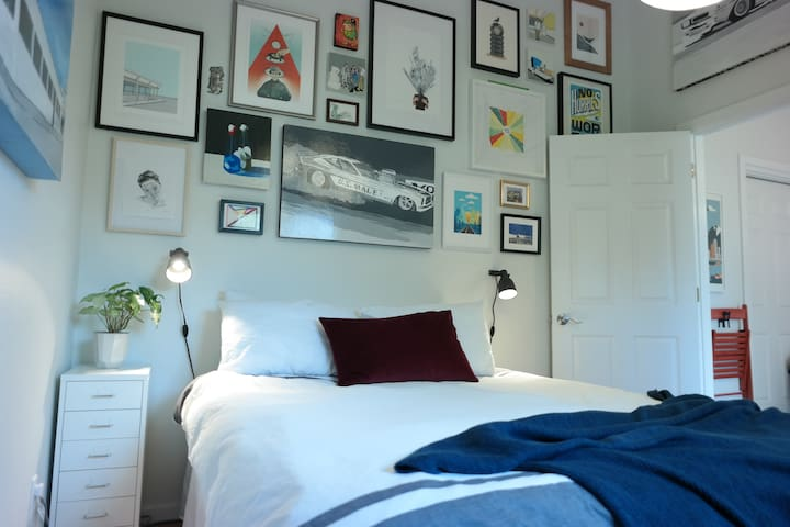 Private Artsy Suite in the Heart of White Center