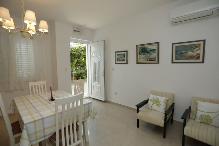 SOUTH-comfortable, modern apartment - Supetar