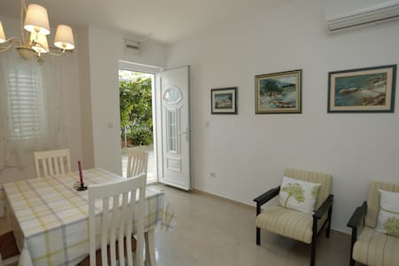 SOUTH-comfortable, modern apartment - Supetar - Apartment