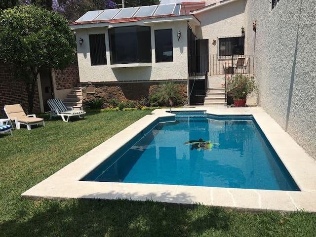 Bonita casa con  alberca privada y jardín - Cuernavaca - Casa