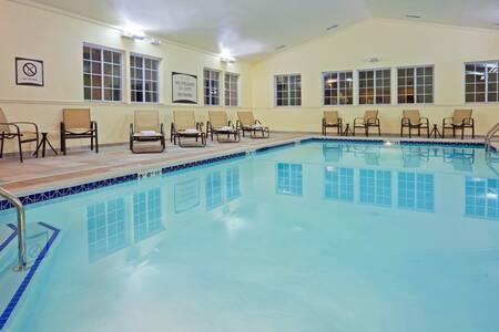 Free Breakfast, Indoor Pool, Gym. King Suite in Great Location!
