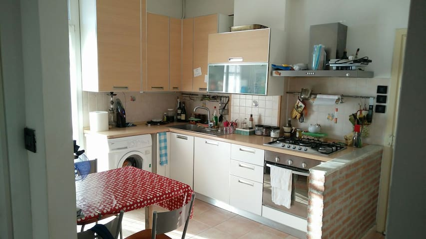 Big room near the city center - Ferrara - Flat