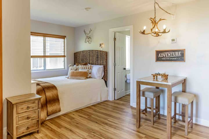 Must Love Bears! NEW Oct. 2019 REMODELED Bungalow