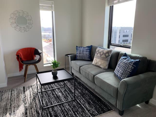 Open 1BR Apt in Capitol View South w/ Parking