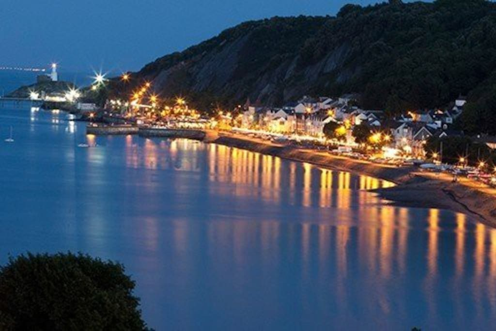 Mumbles by night