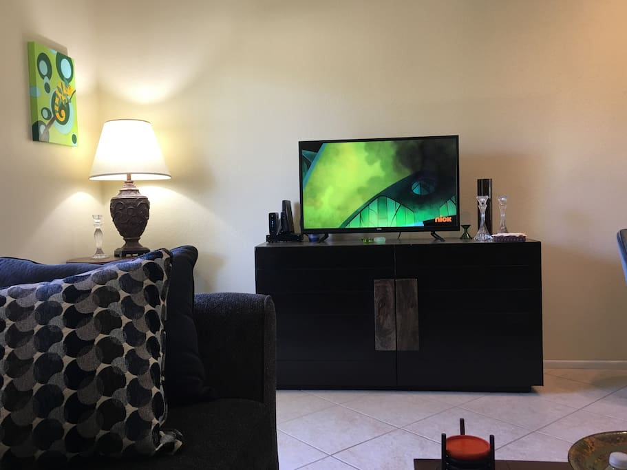 Living Room with TV/Cable
