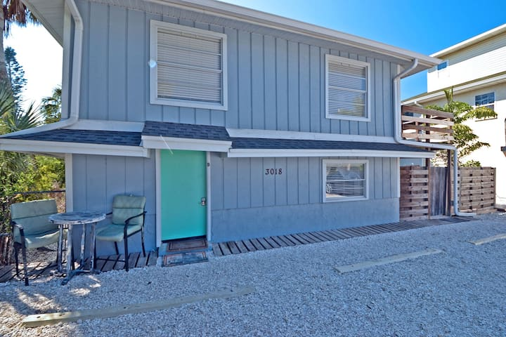 Cancel at Anytime! Beachside apartment, walk to beach and more
