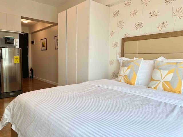 5 star Rated condo across Ayala Mall