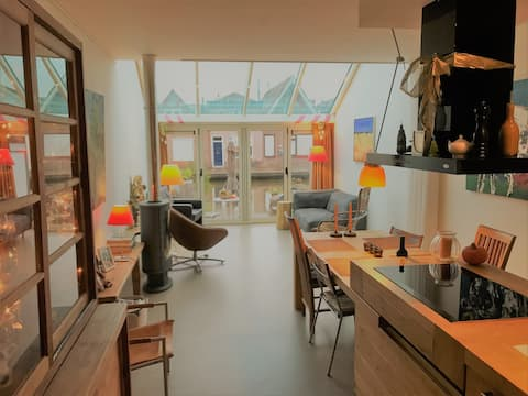With sauna, Canal house (120m2) in center