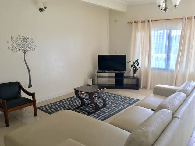 Modern Three bedrooms apartment - Yaounde - Apartment