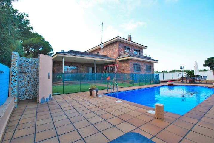 Villa in Comarruga with private and fenced  pool - El Vendrell - Villa