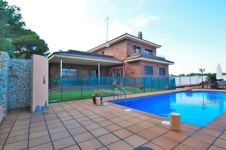 Villa in Comarruga with private and fenced  pool - El Vendrell
