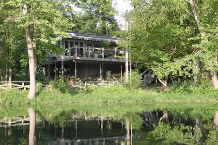 Waterside- lake luxury with hot tub - House