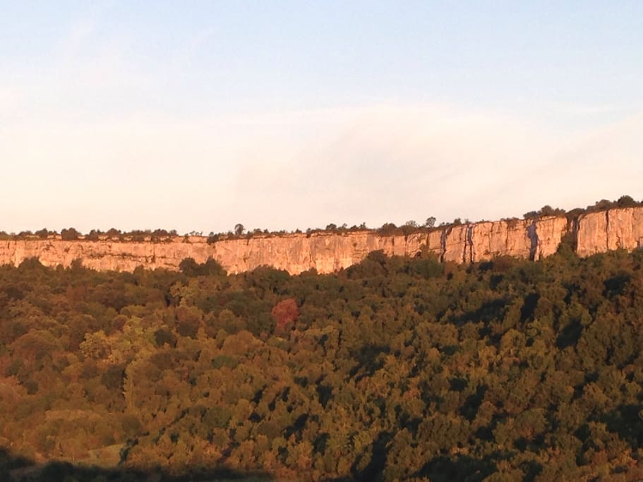 Vue sur les falaises de Saint Romain depuis la terrasse