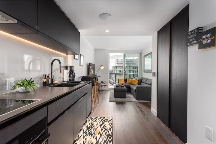 BRAND NEW LUXURY 1 BED IN COAL HARBOUR -30 day min