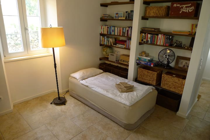 Option: Extra airbed (90 x 190) in library for a total of 7 adult guests, 4 adults plus 3 children, etc.