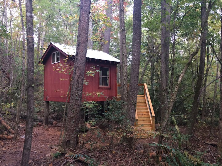 Creek Treehouse near Helen, GA