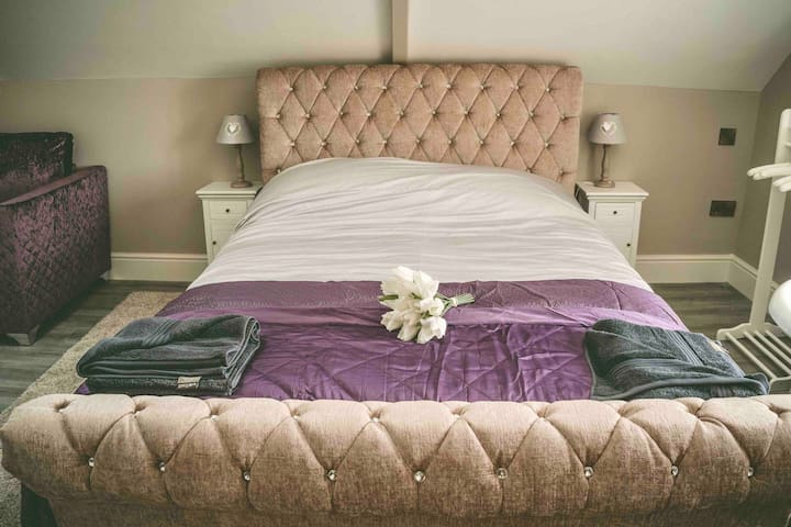 King size bed in the barn conversion