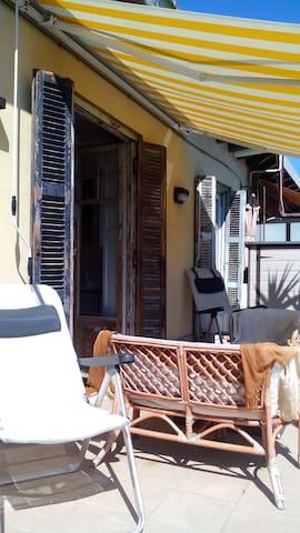 Attic with terrace, 600m from beach - ซานเซบัสเตียน - อพาร์ทเมนท์