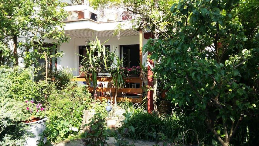 Gemütliche FeWo mit Gartenblick - Zingst - House