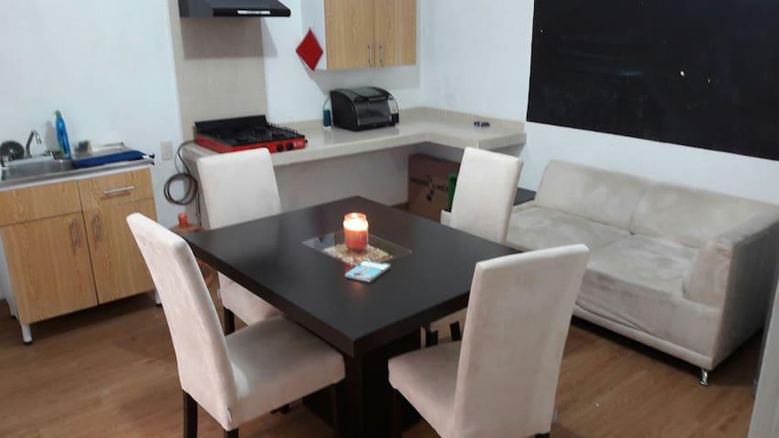Fair-price Studio Condesa, Famous Chilaquil corner - Мехико