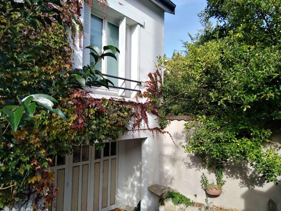 appartement de 2 pi ces banlieu sud proche paris appartements louer l 39 ha les roses le. Black Bedroom Furniture Sets. Home Design Ideas