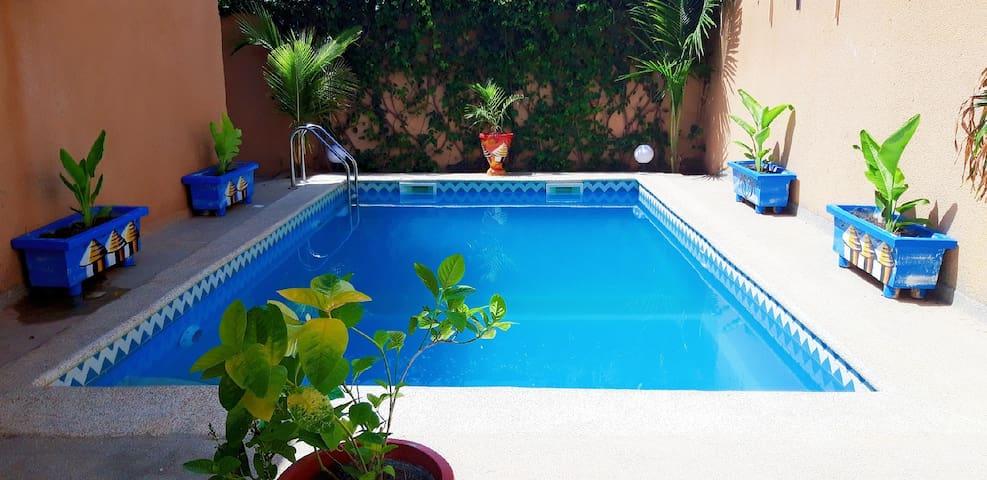 Superbe villa avec  piscine à Mbour