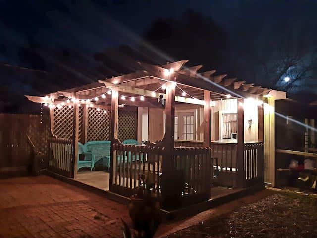 Tiny house cottage at Bitternut Farm!