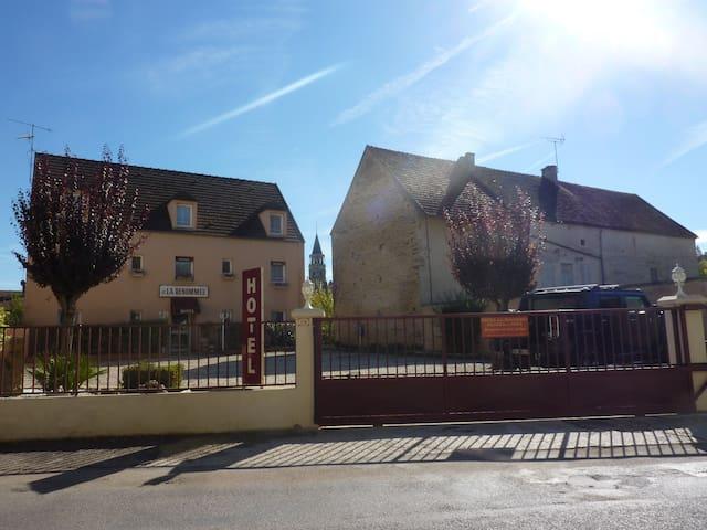 Chambre 3 personnes  au pied de Vézelay