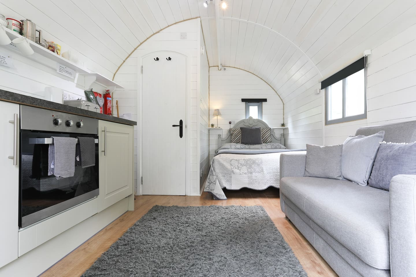 Beautiful space, compact yet  with everything you need in this entire pod, bathroom, bedroom, kitchen, dining and seating area  all to yourself.