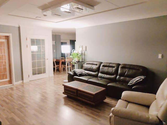 ♤ (Netflix)전남대 넓은 집, 거실+방3개 Cozy house #51
