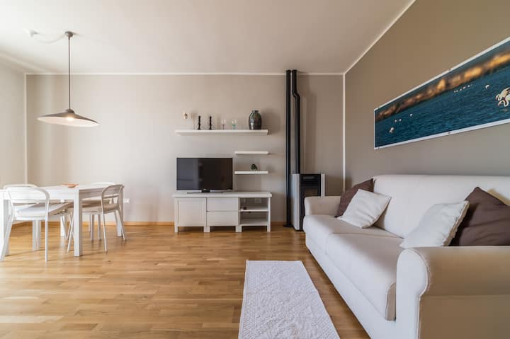 **Brown Apartment ** terrace ** private parking**
