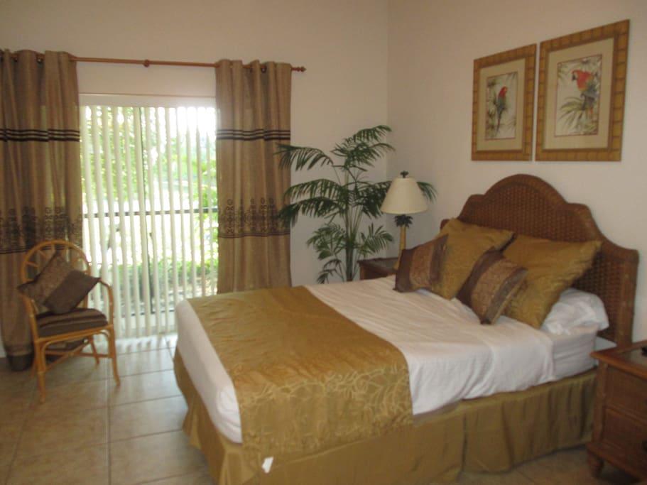 Master bedroom, en-suite