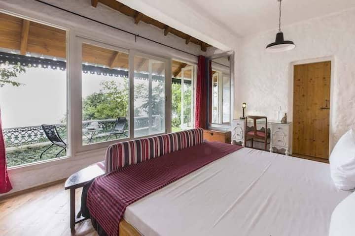 Valley Room (Bara Bungalow Gethia, Nainital)