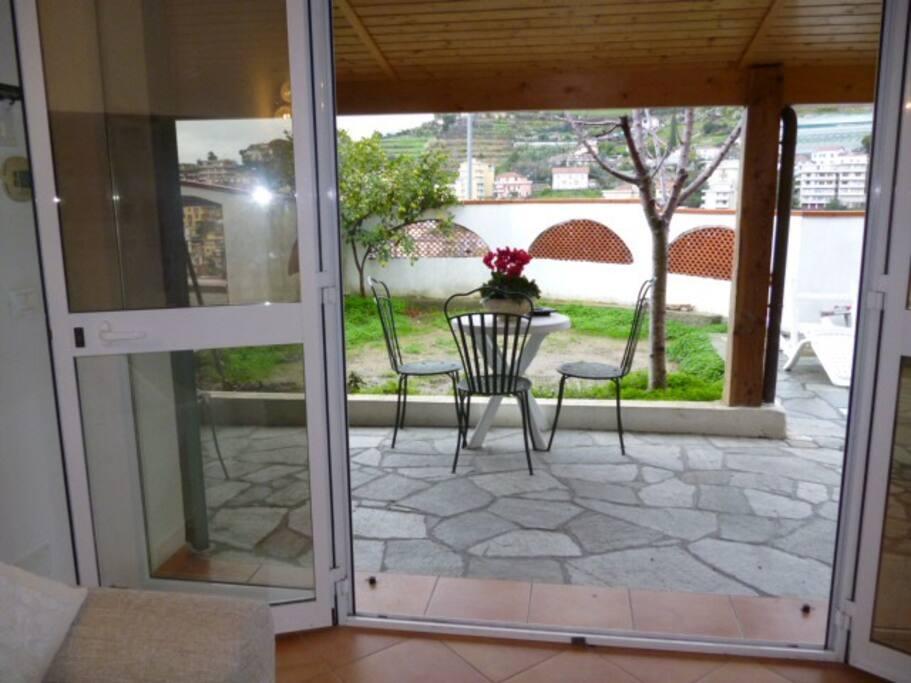 Casa indipendente con giardino e patio case in affitto a for Patio indipendente casa