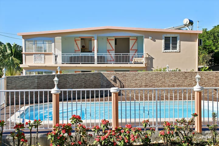 Large Guadeloupe flat w/pool & WiFi